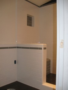 Tile shower with feature stripe and bench seat.
